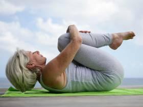 Mieux vieillir grâce à la pratique du yoga